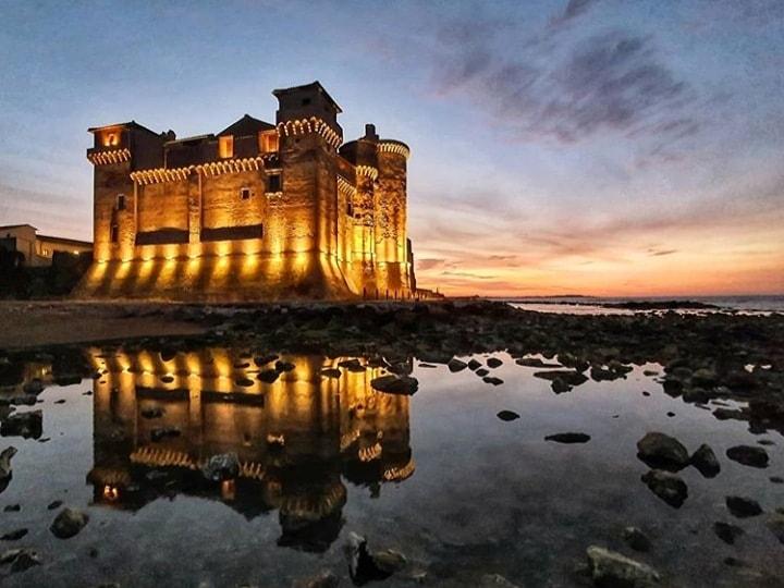 Sere d'estate entra nel vivo: stasera al castello di Santa Severa intervista a Stefano Bisi per scoprire la massoneria