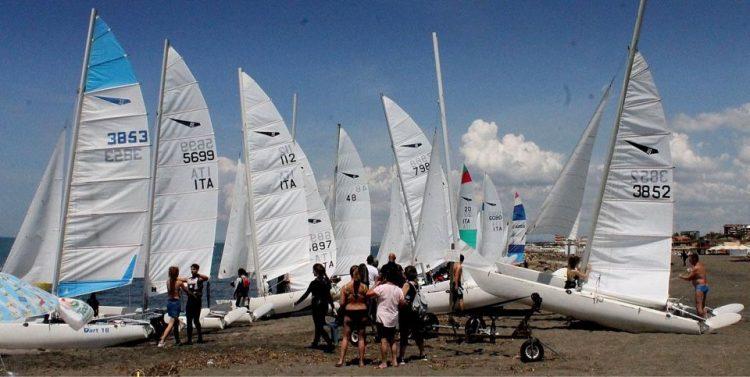 A Tarquinia Lido oggi e domani la prima regata nazionale della classe velica Dart 18