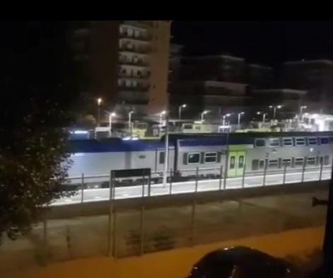 «Treno acceso tutta la notte:     ormai impossibile riposare»